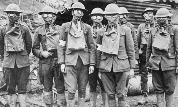 Американские солдаты в противогазах (Первая Мировая Война)