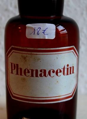 Порошок фенацетина в склянке