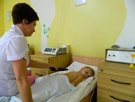 Проведение ионогальванизации ребенку с пневмонией