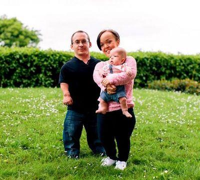 Семья, страдающая псевдоахондроплазией (фото)