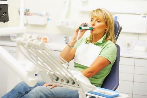 Ингаляция метоксифлурана через портативный ингалятор в стоматологии