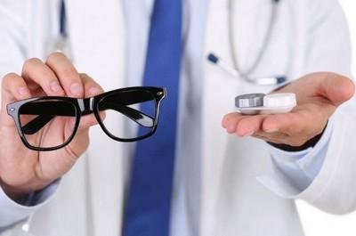 Контактные линзы или очки: что выбрать для коррекции зрения